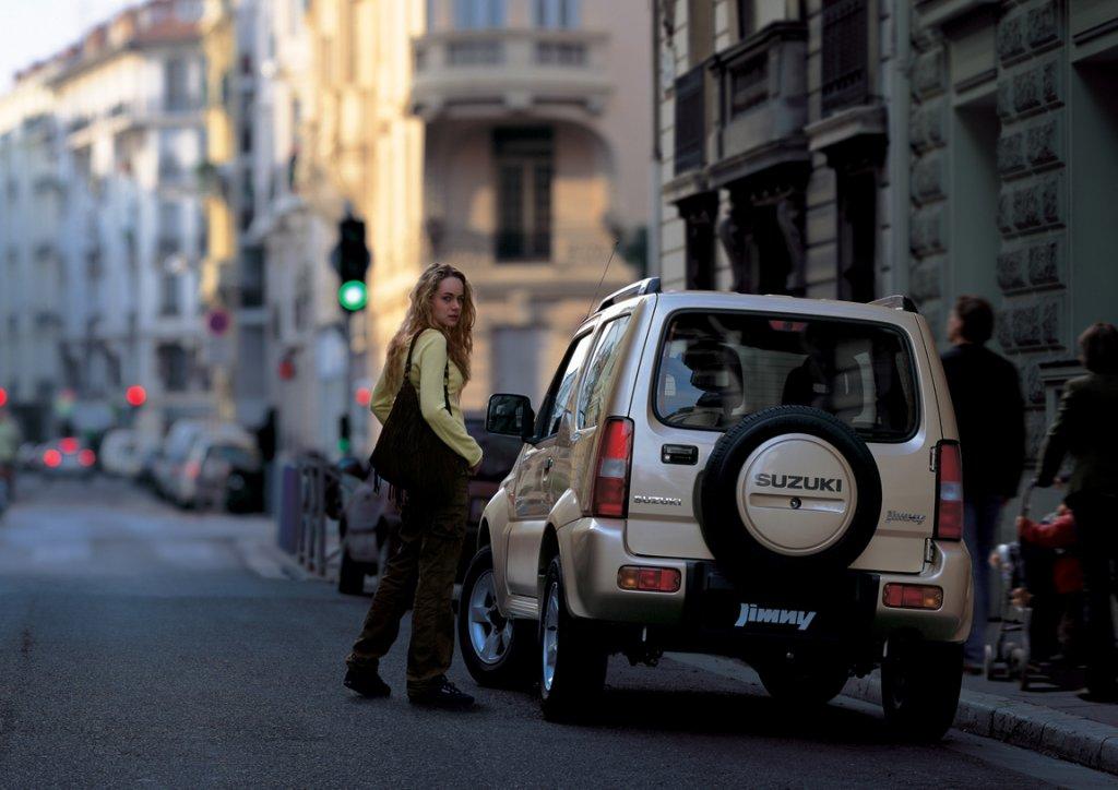 Suzuki Jimny: компактный вездехо…