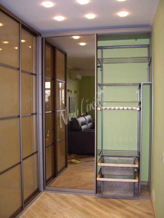 Шкафы-купе и гардеробные по индивидуальным проектам.